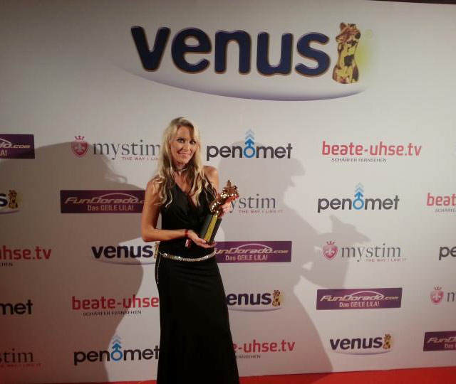 Julia-Pink-Venus-Award